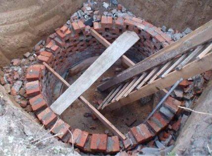 Brick for a cesspool