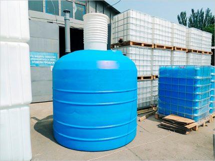 Plastic container for cesspool