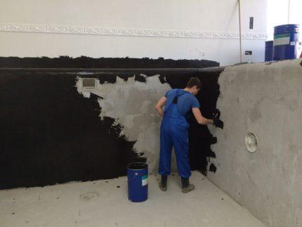 Application of viscous waterproofing mastic