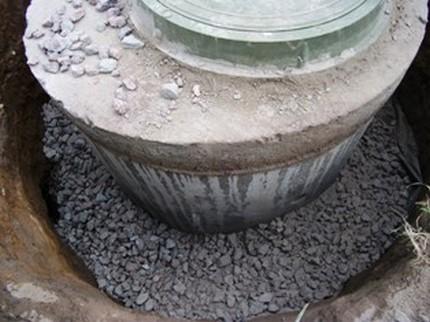 Susmulkinto smėlio užpildymas bazėje