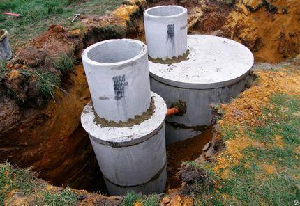 Dviejų kamerų siurblio su kanalizacijos skyriumi variantas