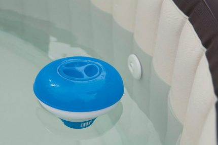 Automatic pool dispenser