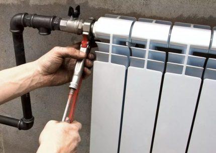 Demontāža apkures sistēmas mehāniskai skalošanai