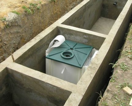 Installation in a concrete tank