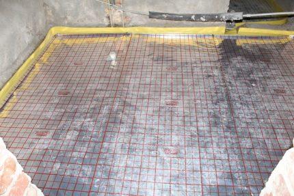 Kļūdas ūdens grīdas apsildes uzstādīšanas laikā