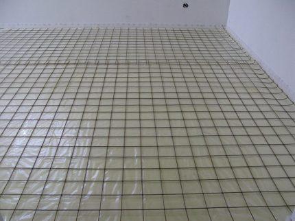 Floor screed reinforcement