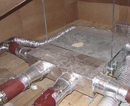Disposition des tuyaux de ventilation dans le grenier