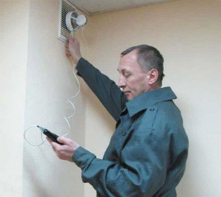 Checking ventilation by anemometer