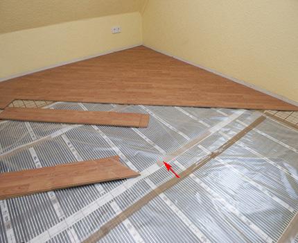 Waterproofing flooring under the laminate