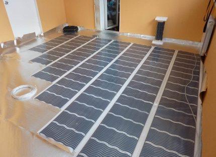 Laying a film underfloor heating