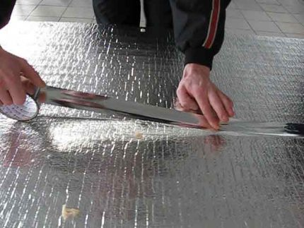 Bonding of roll insulation