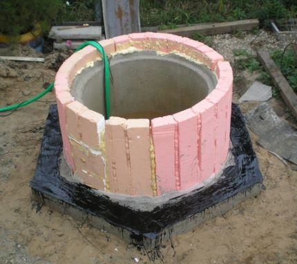 Warming of a well from concrete rings