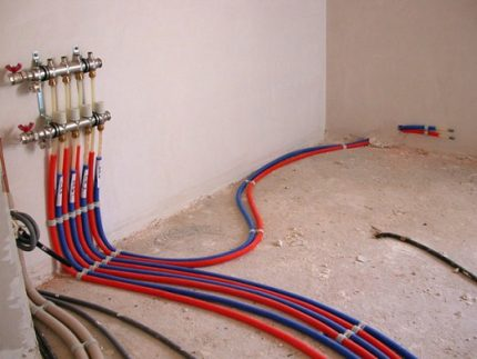Pipe layout for wave plinth heating