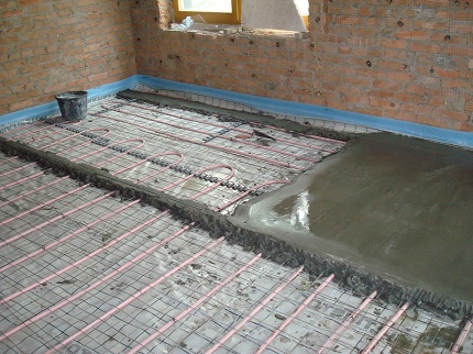 How to make a water floor heating in a private house