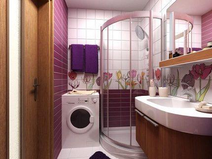Duschkabin med bricka i interiören