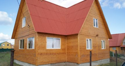 House with arranged floor heating system