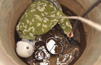 Manual cesspool cleaning