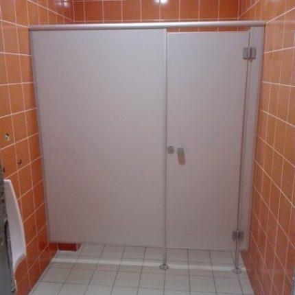 Plastväggar i duschen