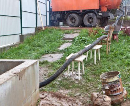 Cleaning the drain pit with a suction pump