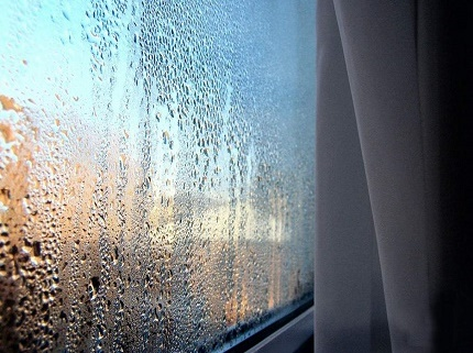 Humidité dans la pièce en raison d'un manque de ventilation