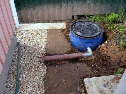 Installing a cesspool from a barrel
