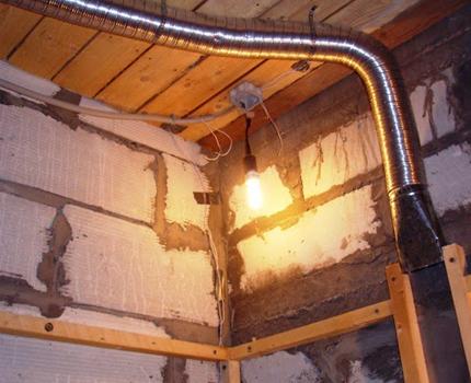 Installation d'un conduit de ventilation dans un bain