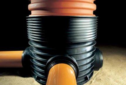 Plastic drainage well