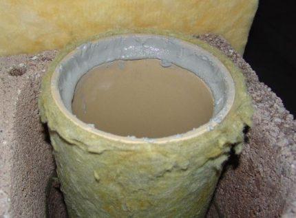 Adhésif pour tuyaux en céramique