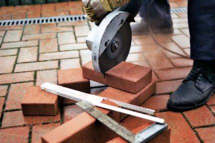 Coupe de briques de cheminée