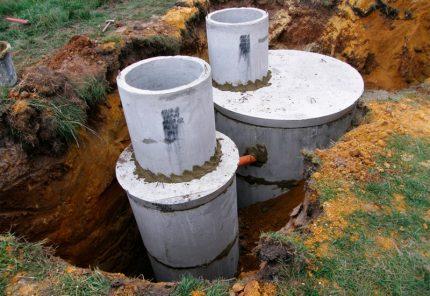 Installation of concrete tanks