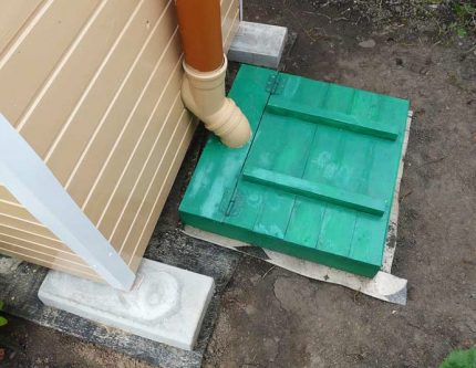 Variant of the device of a country outdoor toilet