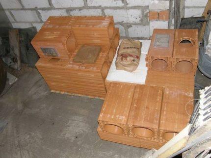 Éléments d'une cheminée en céramique