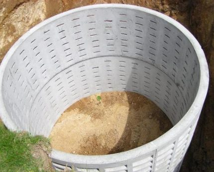 Permeable cesspool of concrete rings