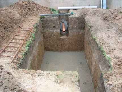 Installation of a septic tank on a concrete surface