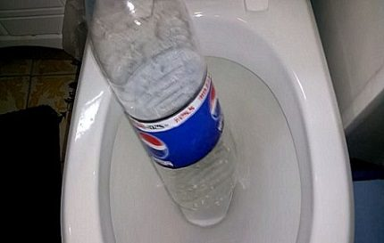 Cleaning the toilet with a bottle