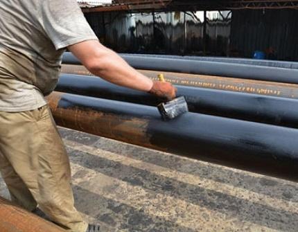 Bituminous mastics for sealing pipes