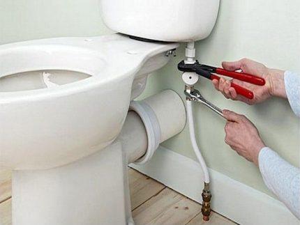 Horizontal outlet toilet