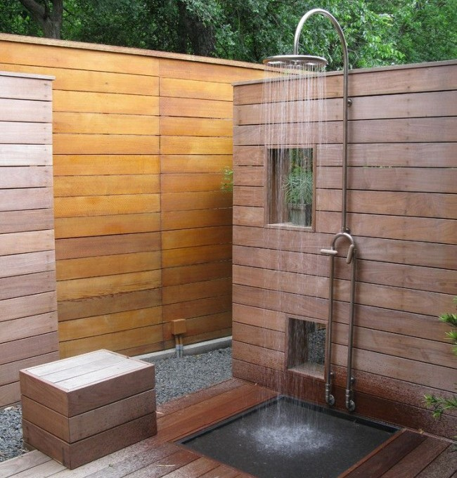 Shower with partitions