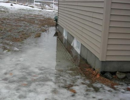 The consequences of spring snowmelt