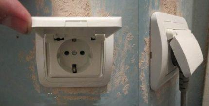 Watertight socket with grounding