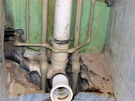 Pipe connection to the sewer riser