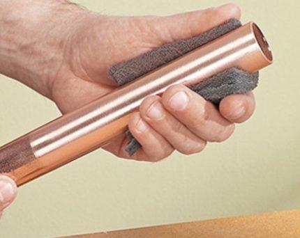 Préparation d'un tuyau en cuivre pour le brasage