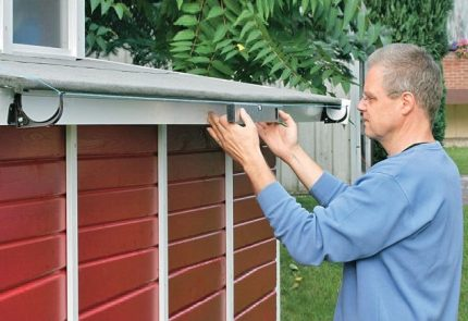 Gutter level control with lacing
