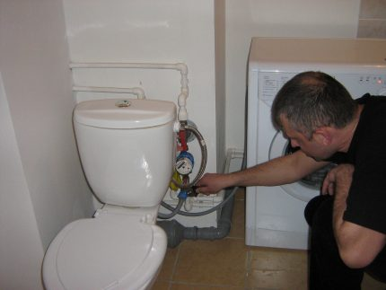 Connecting the machine to the toilet bowl
