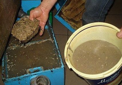 Cleaning the filled grease trap