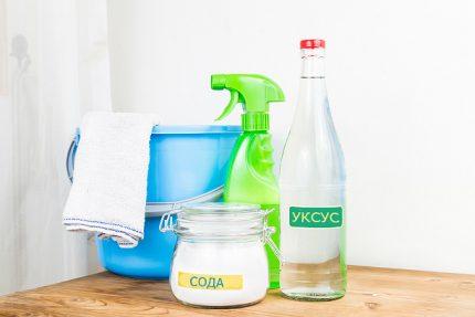 Popular remedies: soda and vinegar