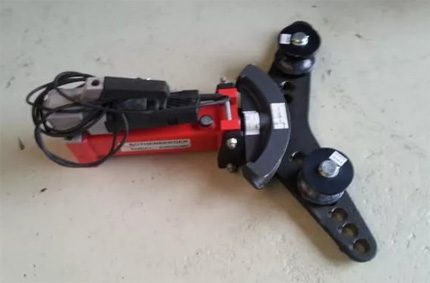Mobile electric pipe bender