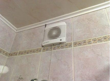 Forced bathroom ventilation