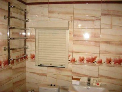 Toilet shutters