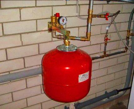 Pressure gauge over the cylinder